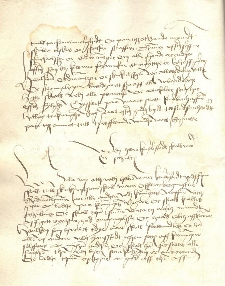 """§1 fra Byloven med overskriften """"Wdi hwer kiøbstedt skall ware en schultus"""". (Rigsarkivet; Indre Forhold; C 2 Love, Christian 2.; PK. C2-4)"""