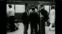 I dette blogindlæg reflekterer ph.d.-studerende ved Aarhus Universitet Silke Holmqvist over arbejdsmigranternes følelse af tilhørsforhold til Danmark i 1970'erne. Med banegården som eksempel diskuteres på kortfattet vis, hvordan midlertidighed som […]